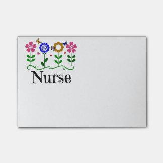 Enfermera--Corazones, flores y mariposas Nota Post-it®