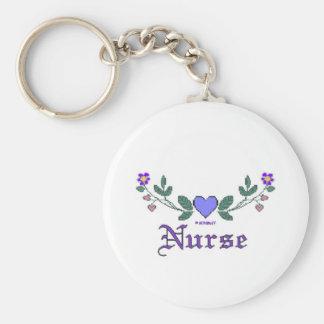 Enfermera cruzada de la impresión de la puntada llavero