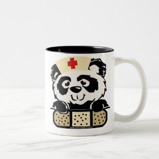 Enfermera de la panda taza de dos tonos