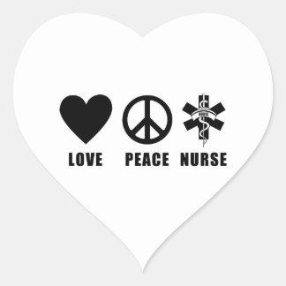 Enfermera de la paz del amor pegatina en forma de corazón