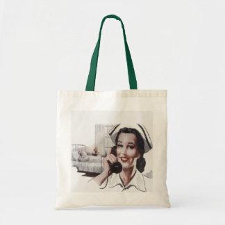 Enfermera de la sala de hospital del vintage en el bolsa tela barata
