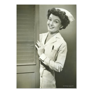 """Enfermera de mirada furtiva invitación 5"""" x 7"""""""