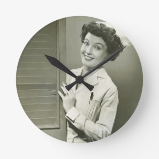 Enfermera de mirada furtiva reloj