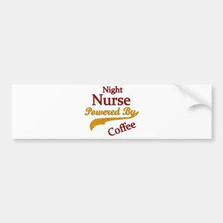 Enfermera de noche accionada por el café pegatina para auto