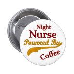 Enfermera de noche accionada por el café pin