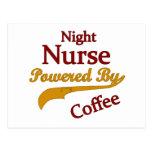 Enfermera de noche accionada por el café postal
