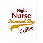 Enfermera de noche accionada por el café postales