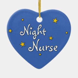 Enfermera de noche adorno navideño de cerámica en forma de corazón