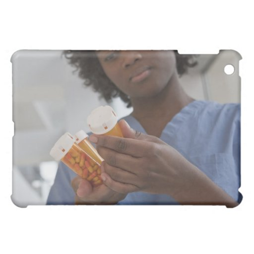 Enfermera de sexo femenino jamaicana que comprueba