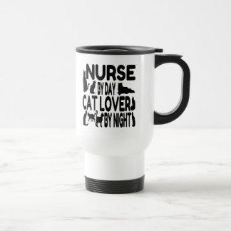 Enfermera del amante del gato del día por noche taza de viaje