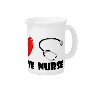 Enfermera del amor de la paz jarras de beber