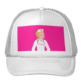 Enfermera del animado que lleva el estetoscopio ro gorras de camionero