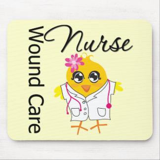 Enfermera del cuidado de la herida del polluelo v2 alfombrillas de ratones
