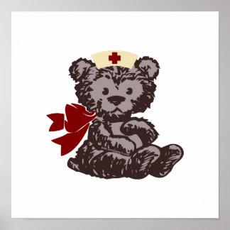 Enfermera del oso de peluche roja posters