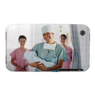 Enfermera del sitio de entrega que detiene al iPhone 3 cobertura
