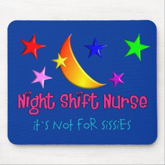 """Enfermera del turno de noche """"no está para las mar tapetes de ratón"""
