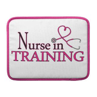 Enfermera en el entrenamiento - rosa fundas MacBook