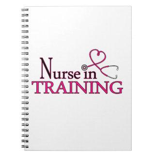 Enfermera en el entrenamiento - rosa cuaderno