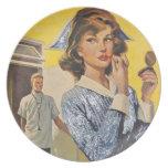 Enfermera en el vagabundeo platos