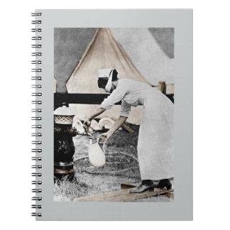 Enfermera en la bomba de agua WWI Cuadernos