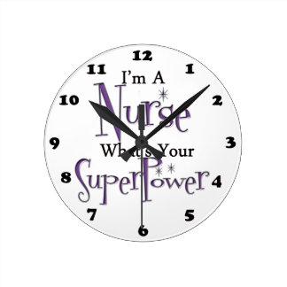 Enfermera estupenda reloj redondo mediano