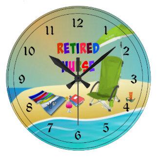 Enfermera jubilada, diversión en el Sun Reloj Redondo Grande