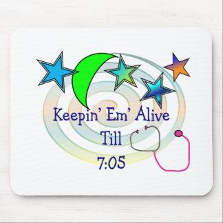 """Enfermera """"Keepin del turno de noche vivo hasta 7: Alfombrilla De Raton"""