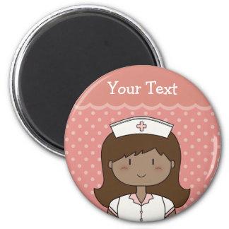 Enfermera linda del dibujo animado (brunette) imán para frigorífico