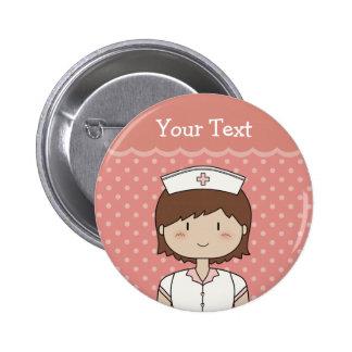 Enfermera linda del dibujo animado (brunette) pin redondo 5 cm