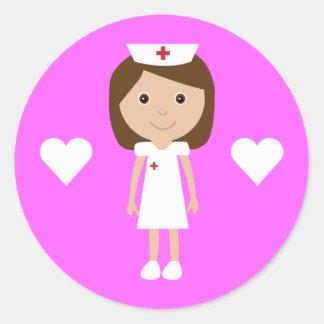 Enfermera linda del dibujo animado y rosa del pers etiquetas