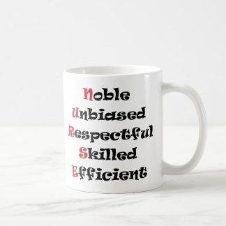 Enfermera noble tazas de café