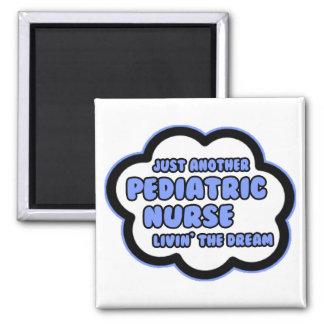 Enfermera pediátrica. Livin el sueño Imán Cuadrado