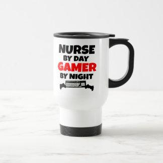 Enfermera por videojugador del día por noche taza de viaje de acero inoxidable