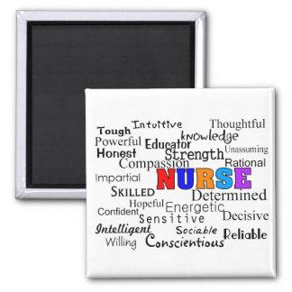 Enfermera que describe los regalos de las palabras iman de frigorífico
