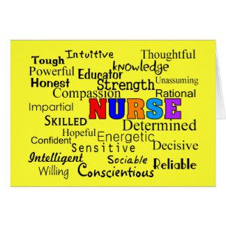 Enfermera que describe los regalos de las palabras tarjeta de felicitación