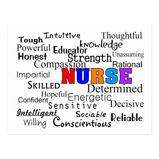 Enfermera que describe los regalos de las palabras postales