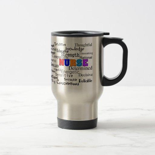 Enfermera que describe los regalos de las palabras tazas de café