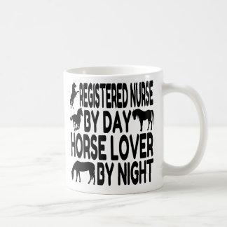 Enfermera registradoa del amante del caballo taza clásica