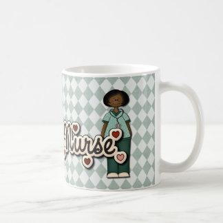Enfermera sonriente amistosa taza