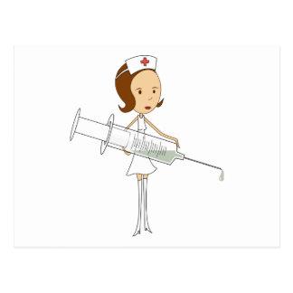 Enfermera tradicional con la jeringuilla postal