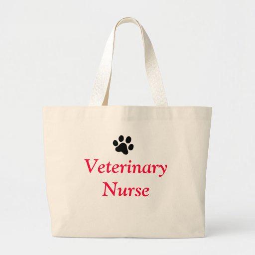 Enfermera veterinaria con la impresión negra de la bolsa