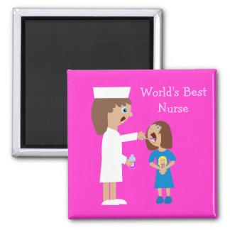 Enfermera y niño lindos del dibujo animado de la m imán cuadrado