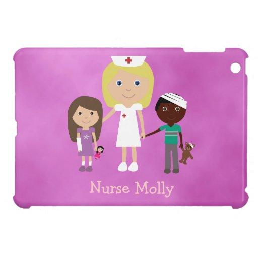 Enfermera y niños pediátricos lindos púrpuras