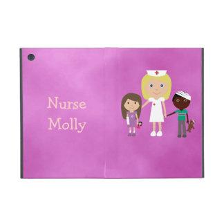 Enfermera y niños pediátricos lindos púrpuras iPad mini coberturas