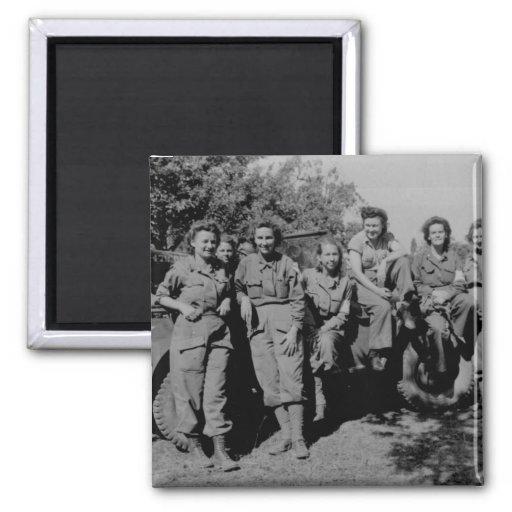Enfermeras al lado del jeep WWII Iman De Nevera