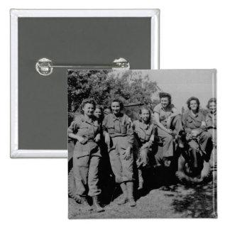 Enfermeras al lado del jeep WWII Pin