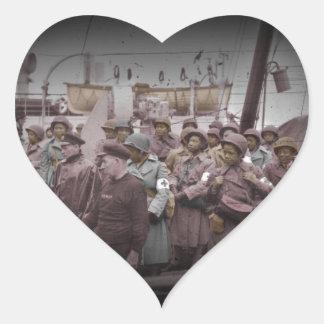 Enfermeras del afroamericano en la nave pegatina en forma de corazón