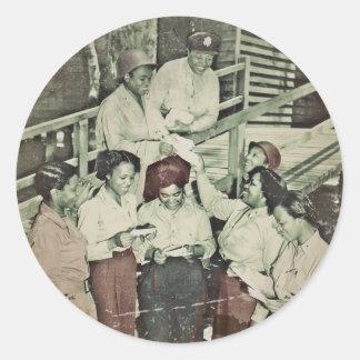 Enfermeras en el correo que consigue pacífico del pegatina redonda