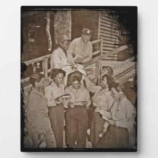 Enfermeras en el correo que consigue pacífico del  placas con fotos