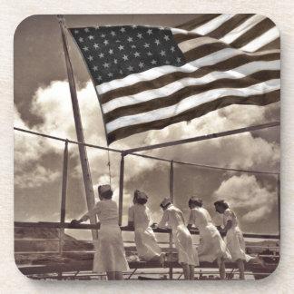 Enfermeras que miran una isla 1945 posavasos